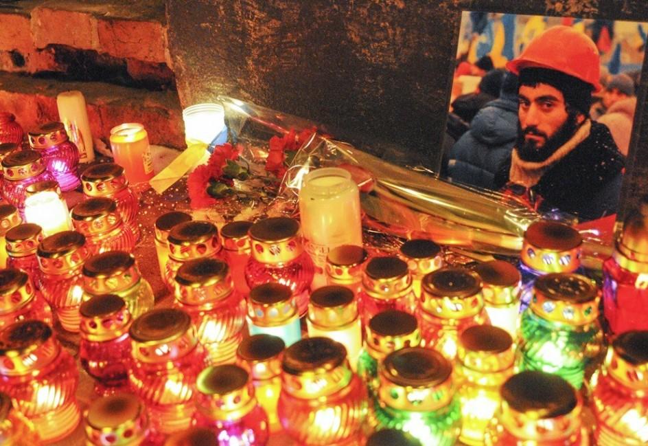 Vigilia por un manifestante muerto en Kiev