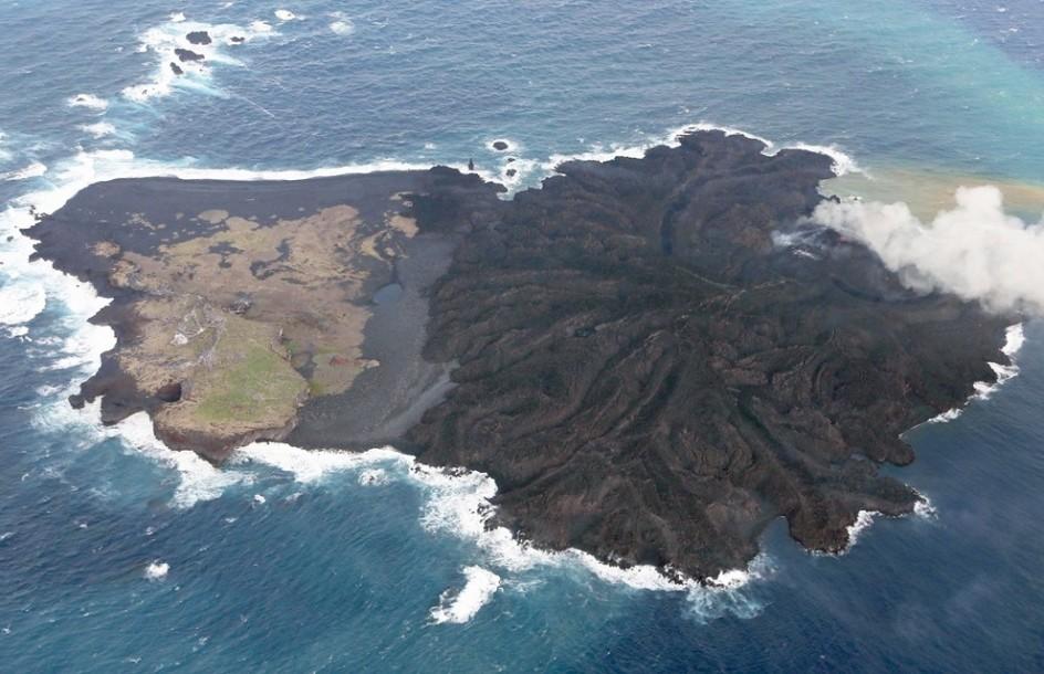 La isla nacida en Nishinoshima sigue creciendo