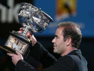 Sampras presenta el trofeo