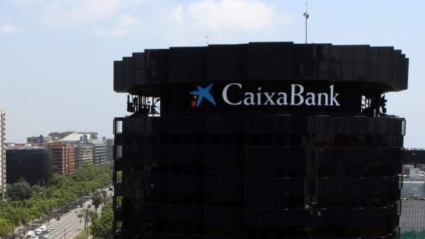 Caixabank gana 503 millones en 2013 un 119 m s y rompe for Pisos caixabank
