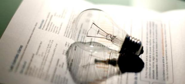 La luz sigue a la baja en noviembre, aunque sube un 1,7% con respecto al año pasado