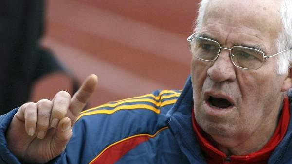 Luis Aragonés, negando