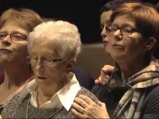 'Muse' canta con un coro de ancianas