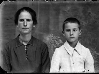 Mamă cu copil (ca_20140123_000)
