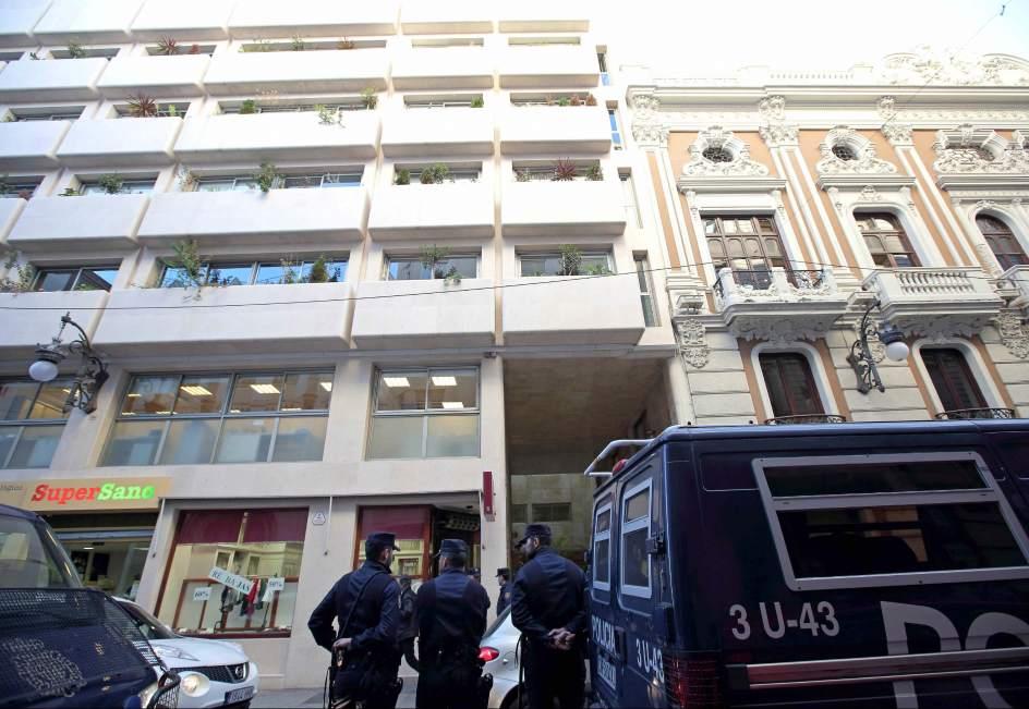 La polic a registra oficinas de compraventa de oro en for Oficina registro comunidad de madrid