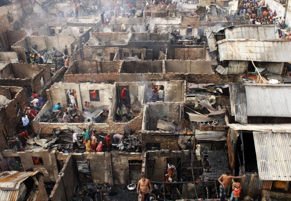 Incendio en un barrio de chabolas de Bangladesh