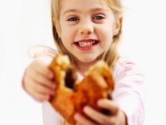 El 80% de los alimentos y bebidas que se anuncian como saludables para niños no lo son