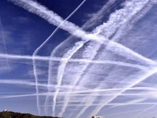 Imagen de la estela que dejan a su paso los aviones (antroponubes) facilitada por la Universitat Politècnica de Catalunya.
