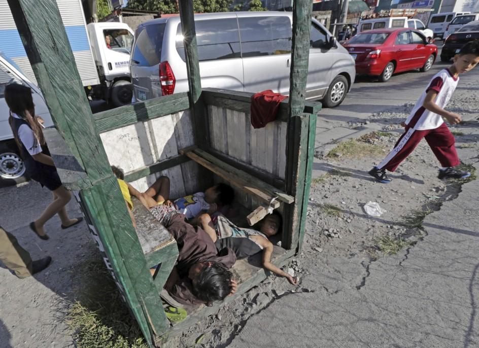 Cada día hay más niños sin hogar en Filipinas