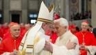 Benedicto XVI y el papa Francisco, juntos