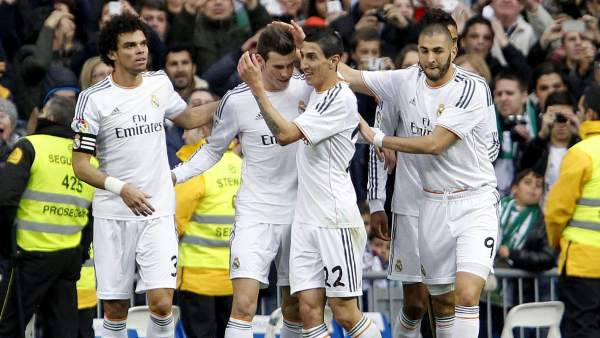 Un golazo de Bale da luz a una tarde gris del Madrid ante el Elche