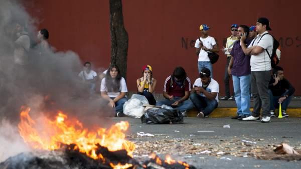 Opositores a Maduro