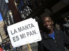 Madrid distribuirá en julio la 'tarjeta de vecindad' para inmigrantessin papeles