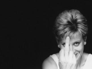 Diana Finger-Up, 2000