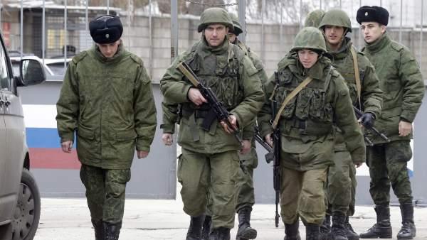 Militares rusos en Crimea