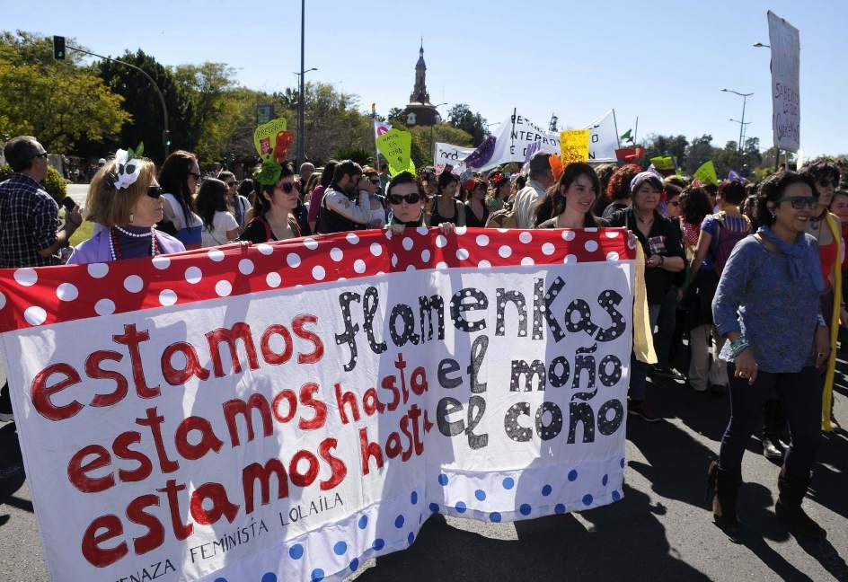 Protesta en Sevilla. Las críticas contra la reforma de la ley del aborto planteada por el Gobierno central han centrado las movilizaciones convocadas en Sevilla por organizaciones sociales, sindicales y políticas con motivo del Día Internacional de la Mujer.