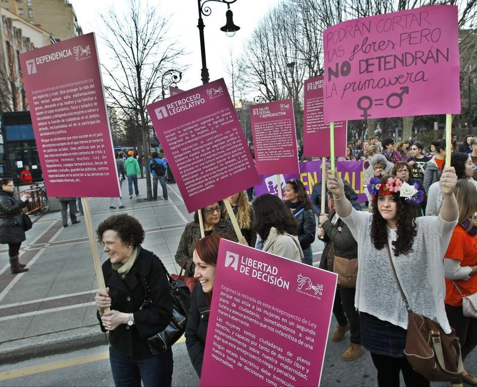 Pancartas contra la ley del aborto