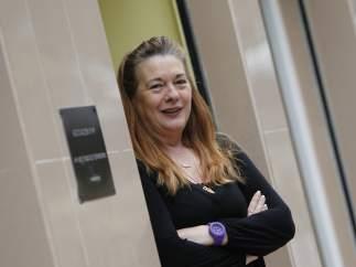 Pilar Manjón, en la puerta de la asociación