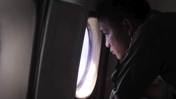 Un avión, en pleno vuelo
