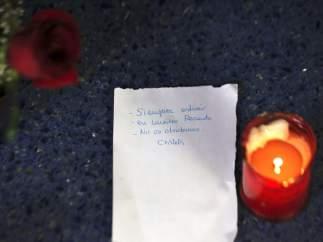 Una vela y una nota en Atocha