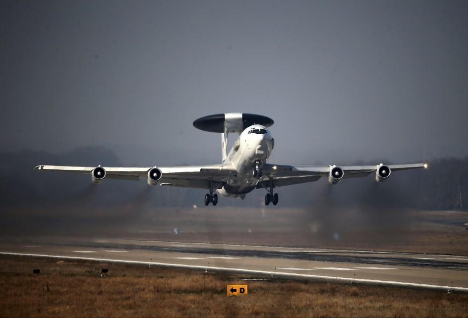 Aviones para vigilar la crisis de Crimea