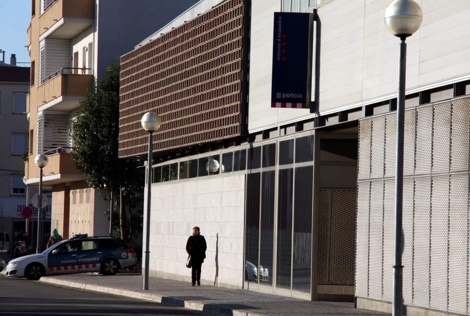 Un juez imputan a seis mossos de la comisar a de el for Juzgados el vendrell