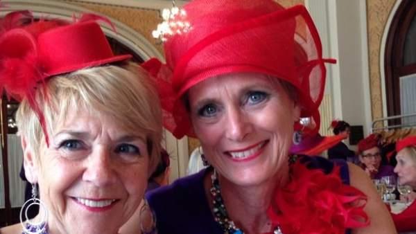 d5f90192a4f39 Las  sombreros rojos  de Holanda eligen Sevilla para celebrar la ...