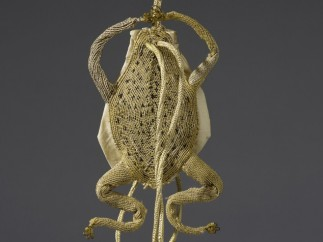 Gold thread and yellow taffeta purse in the shape of a frog, 17th century