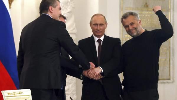 Putin firma la integración de Crimea