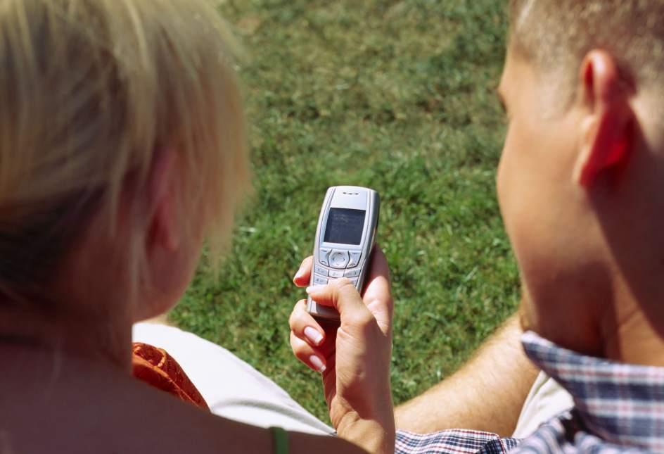 El SMS cumple 25 años, relegado al olvido por WhatsApp