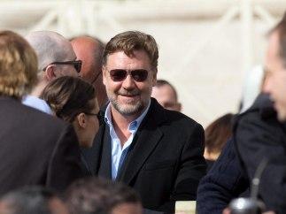 Russell Crowe en la plaza del Vaticano