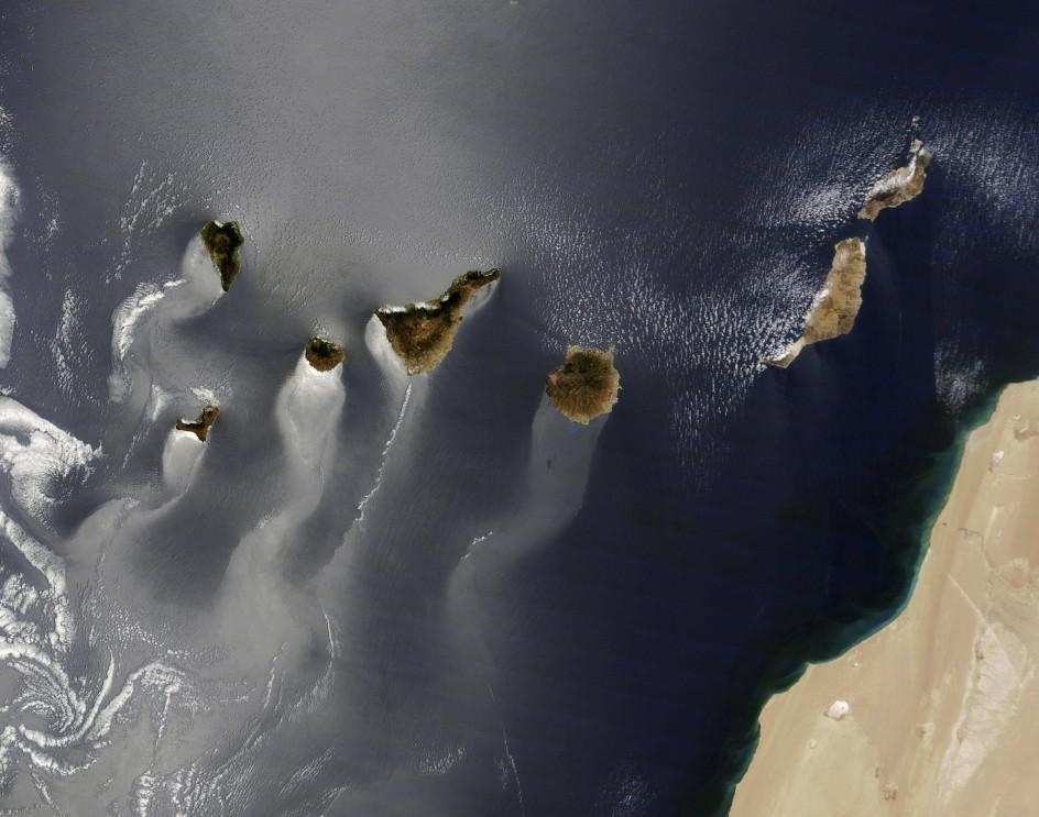 Canarias surcando el océano
