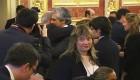 Emotivo abrazo en el funeral de Suárez