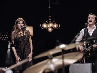 La cantante Jeanette y Coque Malla, mano a mano en el concierto 'Mujeres'.