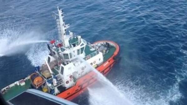 Extinguido el incendio del barco en Tarragona