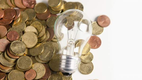 Industria pone en marcha la tarifa de la luz por horas: ¿qué es? ¿cómo beneficiarte de ella?