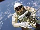 Paseo espacial de un astronauta de la Nasa