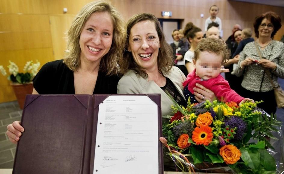 Adopción por parte de madres lesbianas