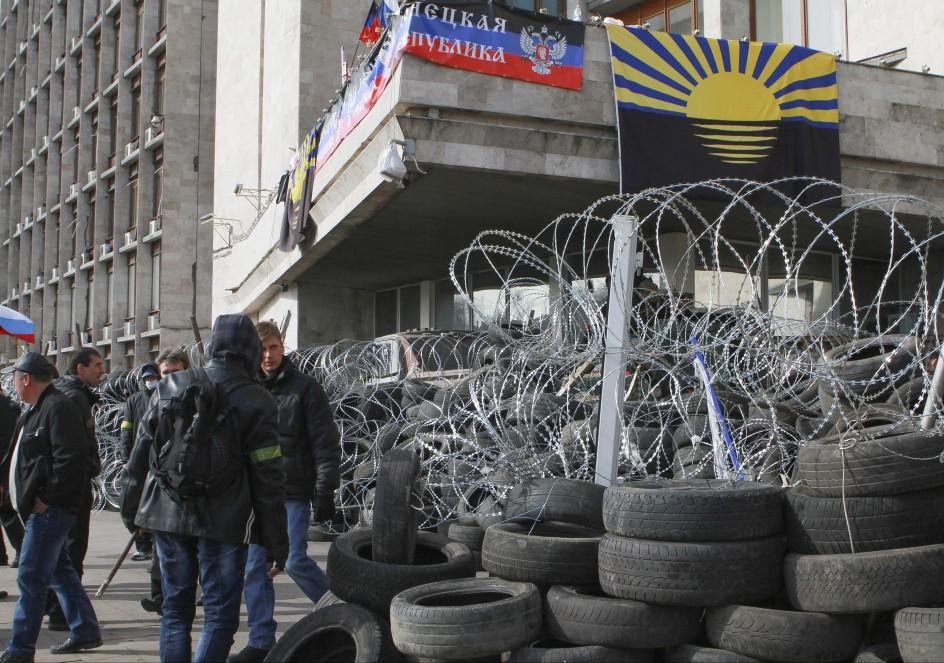 Activistas prorrusos toman nuevas sedes en el este de Ucrania