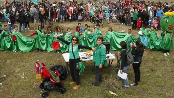 Protesta de padres en el Ensanche de Vallecas (Madrid)