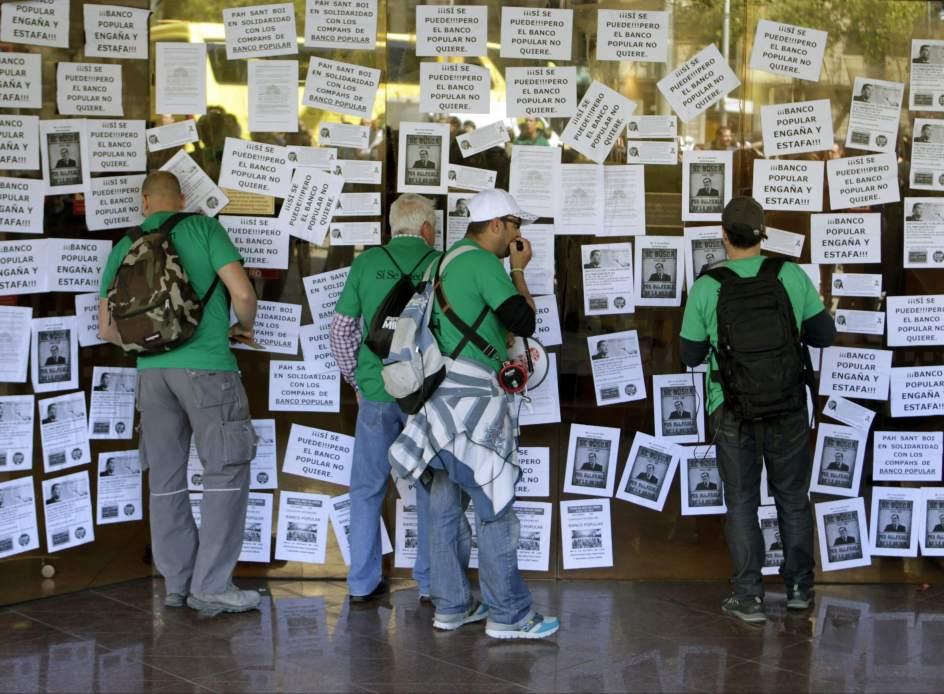 La pah bloquea doce sucursales del banco popular for Oficinas banco popular barcelona