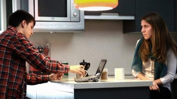Clara y Adriá, protagonistas de 'Supervivientes. Las cicatrices del suicidio'