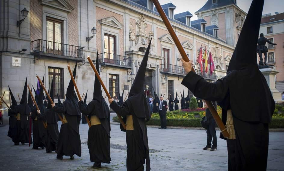 Resultado de imagen de hermandad de los estudiantes madrid