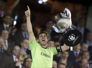 Casillas levanta copa
