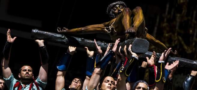Miles de personas asisten al desembarco de la legión en Málaga