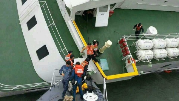 Naufragio en Corea del Sur, el capitán abandona el barco