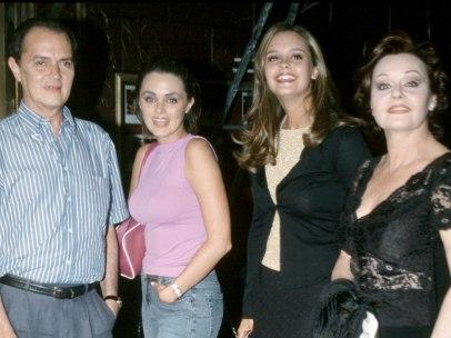 Junior, sus hijas Carmen y Shaila y su muejr, Rocío Dúrcal