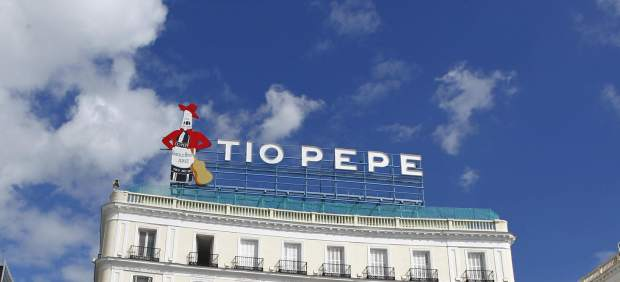 El emblem tico luminoso de t o pepe regresa a la puerta for Cartel tio pepe madrid