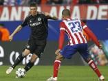 Fernando Torres se enfrenta a Miranda en la Liga de Campeones