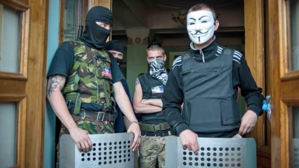 Prorrusos ocupan la sede de la TV de Donetsk